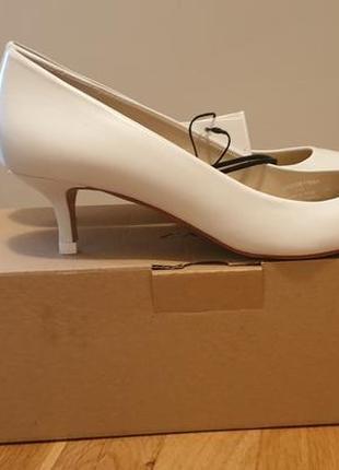 Белые туфли zara