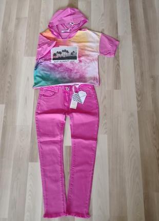 Яркие джинсы с необработанным низом 146см