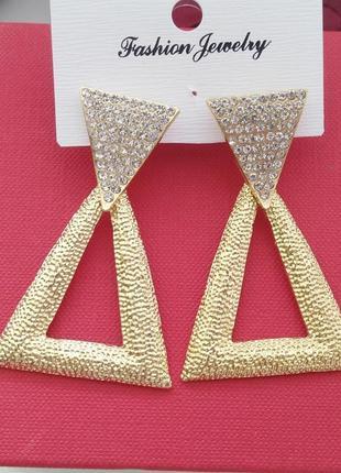 Сережки, модные серьги, масивные, под золото, тренд, хит, гвоздики