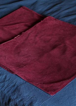 Две бархатные декоративные наволочки бордового цвета 56х56 см