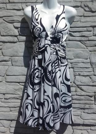 Красивое, элегантное платье в черно-белый принт