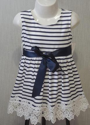 Оригинальное трикотажное платье с поясом в полоску