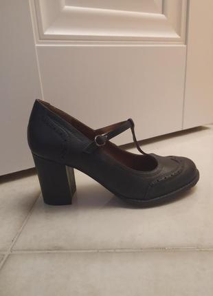 Туфли экокожа  толстый каблук новые 200грн🔥🔥🔥  38й
