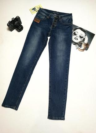Распродажа!прямые джинсы на пуговицах.