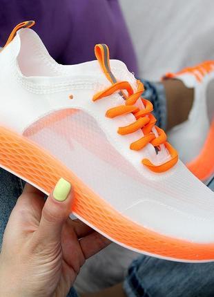 Яркие летние кроссовки сетка белые с кислотным оранж в наличии