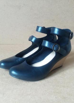 Туфли vagabond кожаные танкетка черные