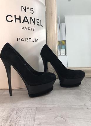 Чёрные замшевые туфли на шпильке лодочки sharman