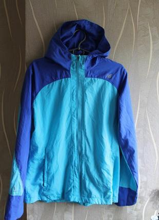 Обворожительная особенная женская ветровка new balance womens hooded sequence jacket