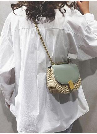 Стильная соломенная сумочка