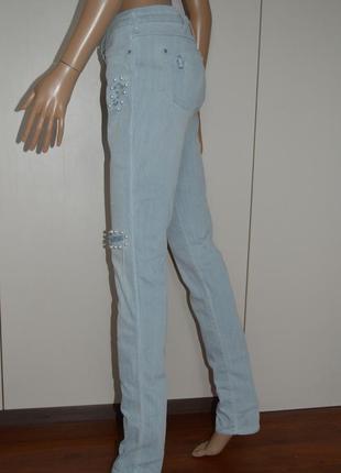 Cкидки!!! джинсы рваные с жемчугом.на высокий рост.wrangler