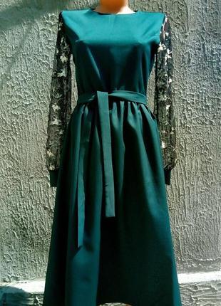 Элегантное платье с рукавами вышитыми на сетке