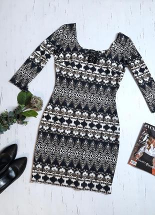 Платье в стильный принт / s