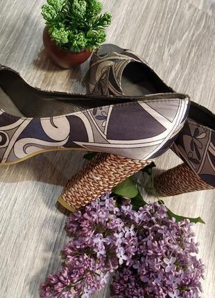 Туфли з відкритим передом