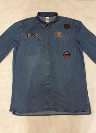 Стильна джинсова сорочка з вишитими наклейками