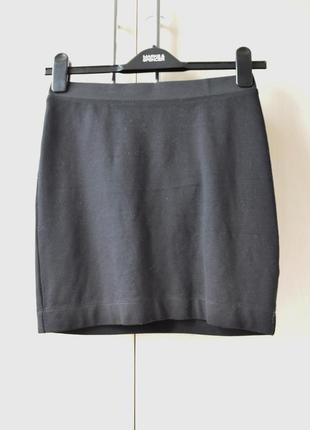 Черная обтягивающая юбка ostin