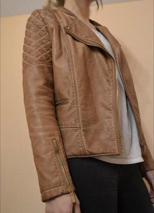 Стильная куртка bershka из искусственной кожи.