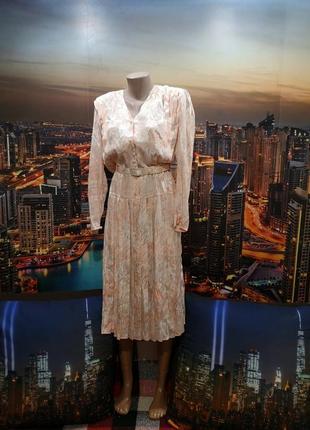 Отличное актуальное платье