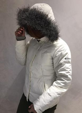 Белая куртка пуховик columbia omni-shield