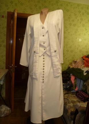 Фирменный красивейший выходной костюм-тройка (юбка,топ,пиджак)