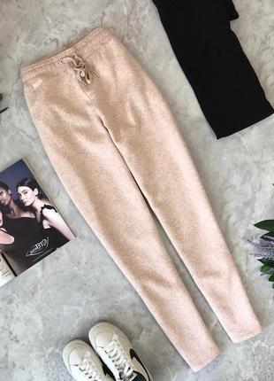 Уютные спортивные брюки цвета нюд  pn1920041 h&m