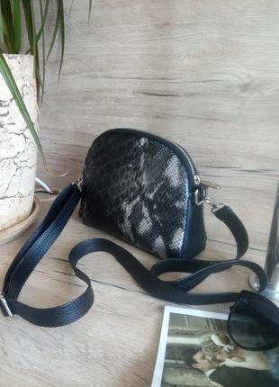 Оригінальная сумочка через плечо , под кожу змеи