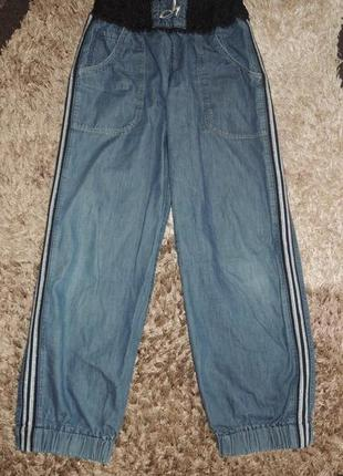 Легкие джинсовые штаны