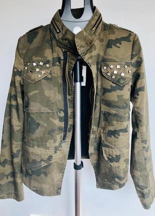 Джинсовая куртка в стиле милитари colin's