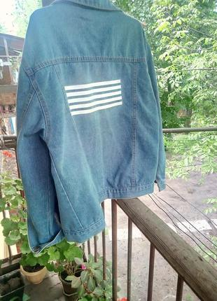 Джинсовка с рваностями /джинсовая куртка с надписью /