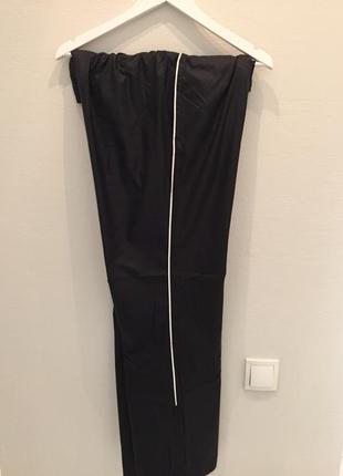 Спортивные брюки черные бренда new balance