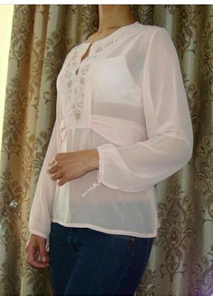 Нежная блуза-туника с вышевкой