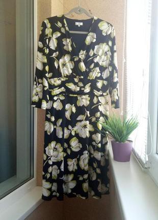 Красивое трикотажное платье миди в цветочный принт