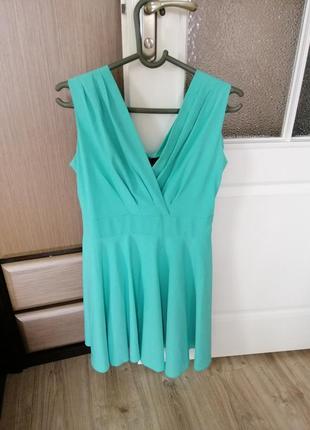 Ленесеньке плаття красивого бірюзоаого кольору