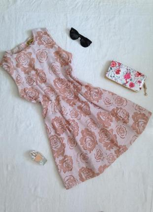 Миле плаття в троянди