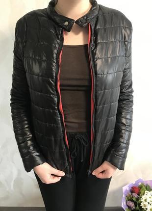 Чёрная дутая куртка