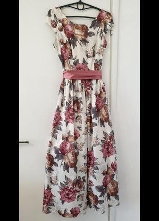 Нарядное платье куплено в  турции в магазине.