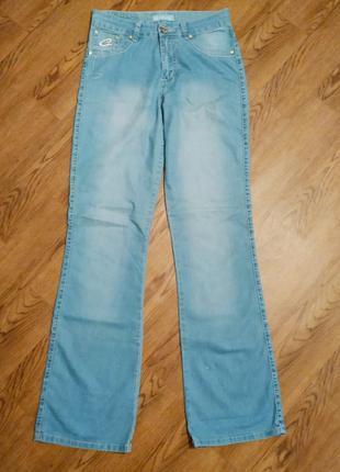 Летние тонкие джинсы светлые голубые прямого кроя cardellino