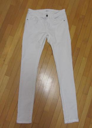 Белые брюки джинсы  promod