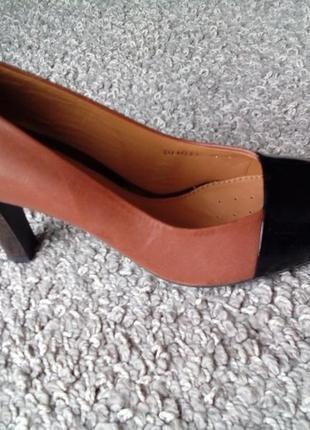 Нарядні шкіряні туфлі