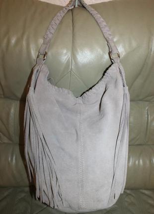 Сумка-торба с бахромой из натуральной замши бренда mango