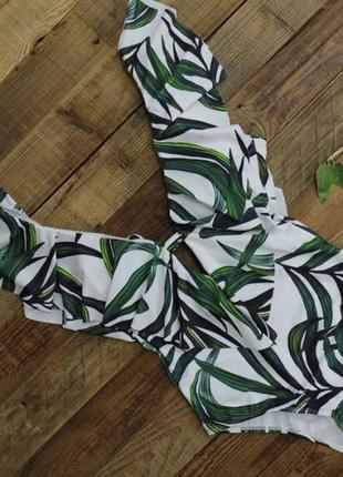 Купальник цельный с воланом белый с пальмовыми листьями размер m