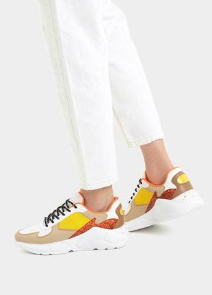 Новые яркие кроссовки bershka