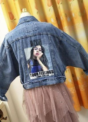 Женская короткая джинсовая куртка с рисунком на спине tour feelings