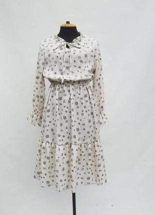 Летнее платье midi с оборкой на резинке молочного цвета с высокой талией