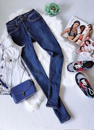 Мега крутые джинсы skinny из тёмно-синего денима.