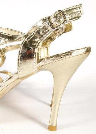 Золотистые босоножки на каблуке, открытые босоножки золото, нарядные босоножки3 фото