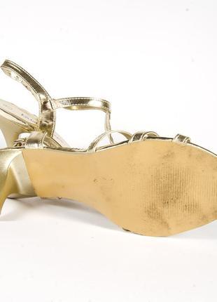 Золотистые босоножки на каблуке, открытые босоножки золото, нарядные босоножки5 фото