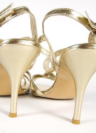 Золотистые босоножки на каблуке, открытые босоножки золото, нарядные босоножки4 фото