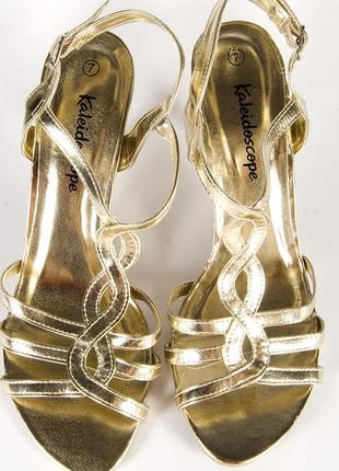 Золотистые босоножки на каблуке, открытые босоножки золото, нарядные босоножки2 фото