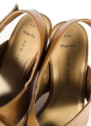 Коричневые босоножки на устойчивом каблуке, бежевые босоножки на каблуке5 фото