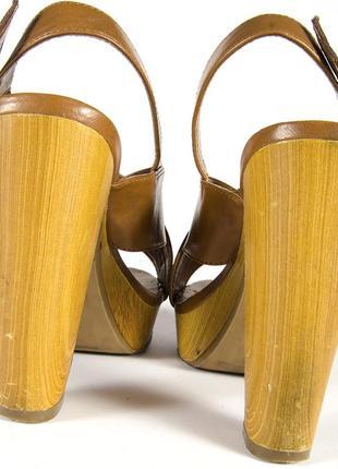 Коричневые босоножки на устойчивом каблуке, бежевые босоножки на каблуке7 фото